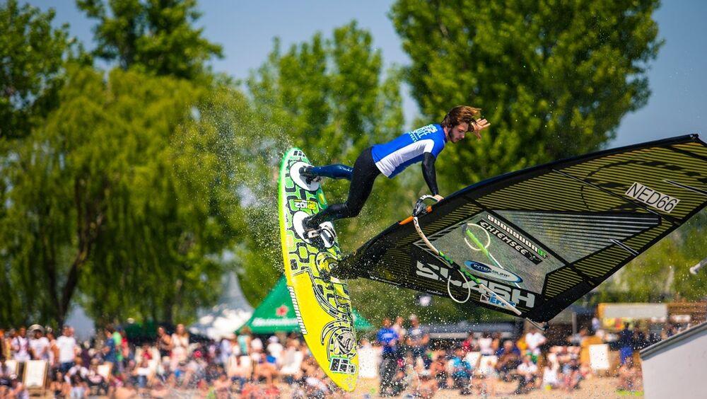 Surfer beim Surf Worldcup am Neusiedler See