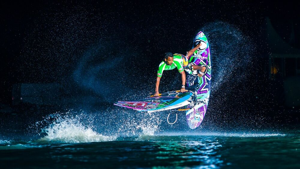 Surfer beim Tow In-Contest am Neusiedler See