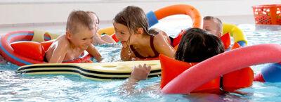 Kinderspaß im Pool
