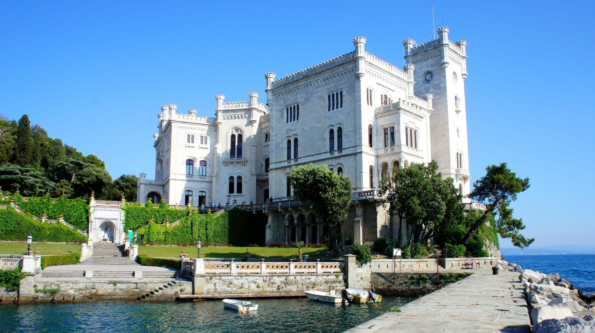 Schloss Miramare an der Adria