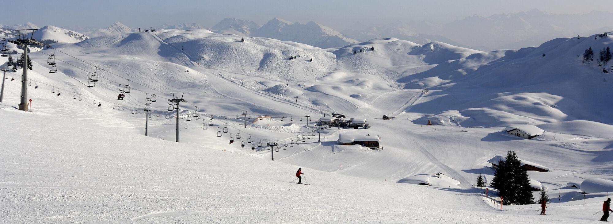Blick auf das Skigebiet Kitzbühel