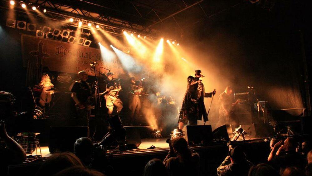 Konzertbühne beim Festival Mediaval