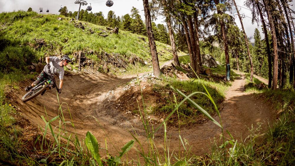 Mountainbiker auf einem Trail am Gaislachkogl im Ötztal