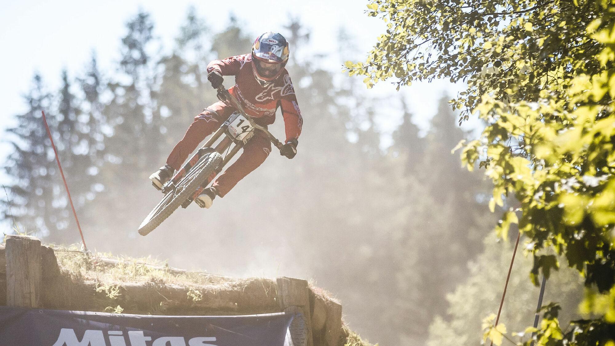 Biker beim UCI MTB Downhill Worldcup 2019