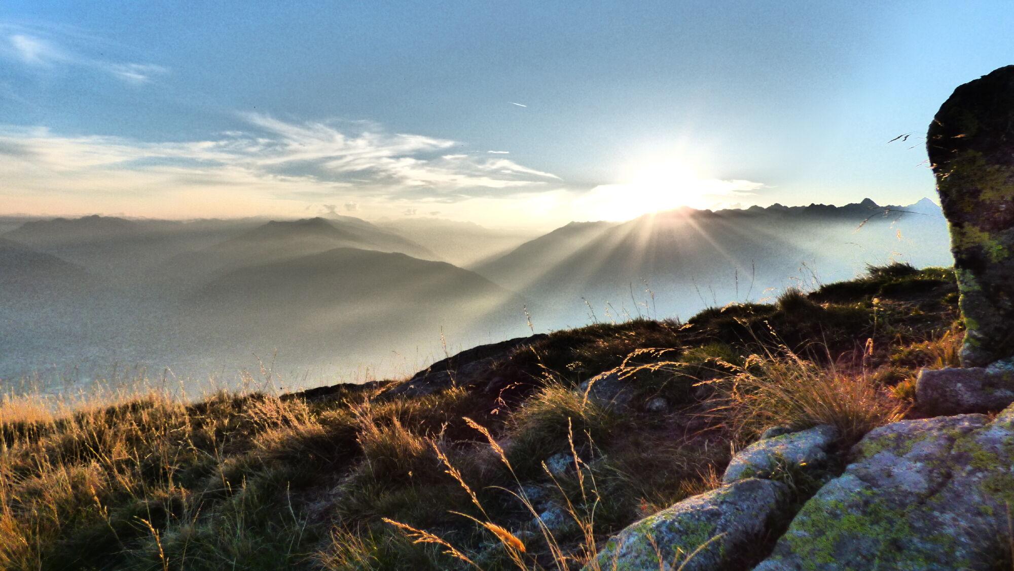 ie Lauwandspitze hoch über Schenna/Südtirol offenbart Fernsicht bis in den Vinschgau, das Ultental u
