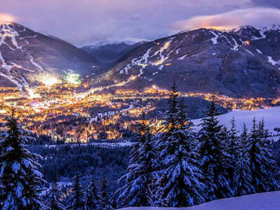 Blick auf Whistler Village und das Skigebiet