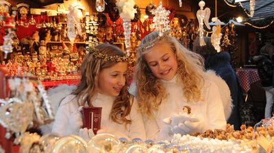 Christkinder auf dem Weihnachtsmarkt in Bruneck