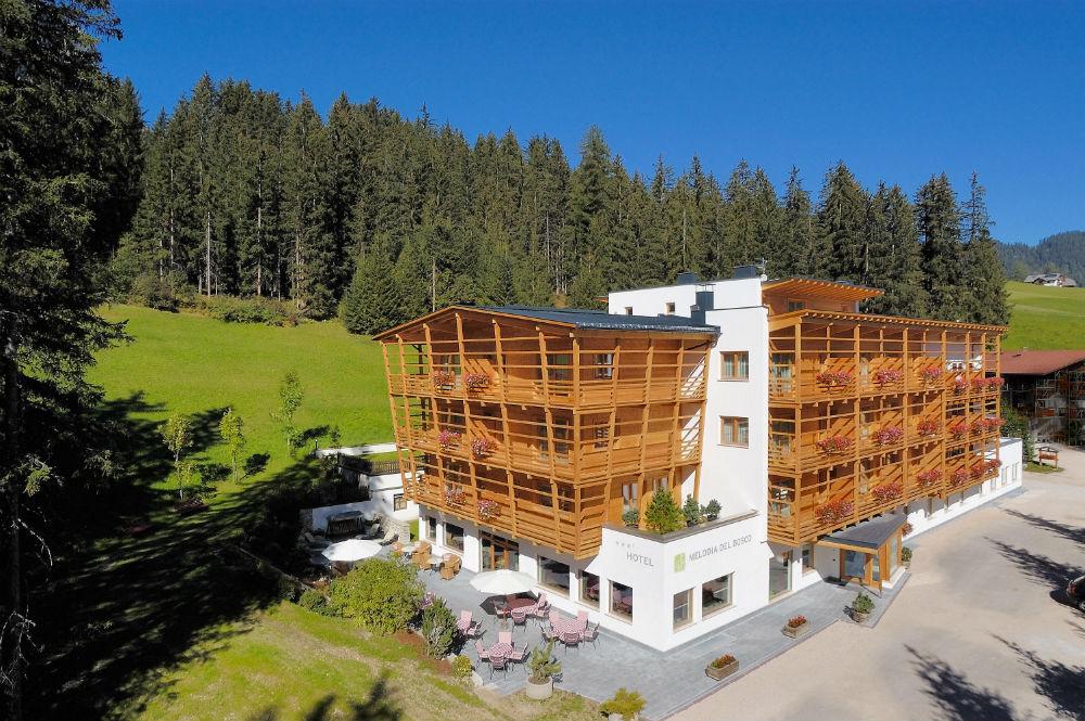 Außenansicht des Hotels Melodia del Bosco in Badia