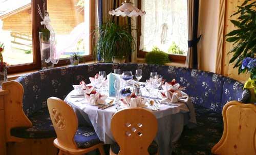 Ein gedeckter Tisch im Restaurant vom Hotel Tonnerhof