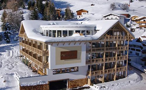 Aussenansicht vom Hotel Natürlich in Fiss im Winter
