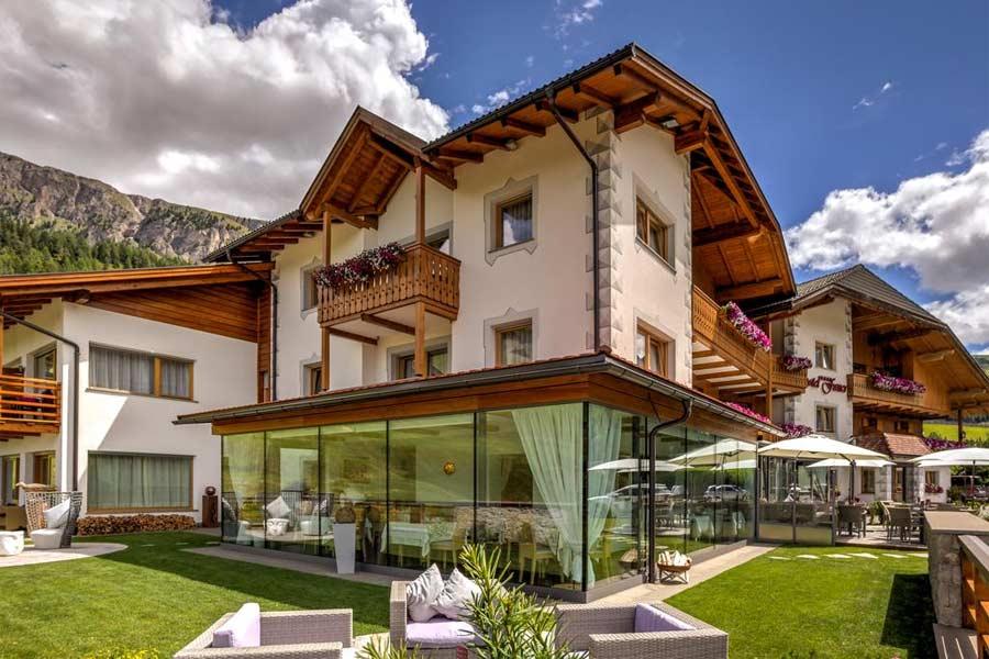 Außenansicht des Alpine Superior Hotel Fanes in Wolkenstein