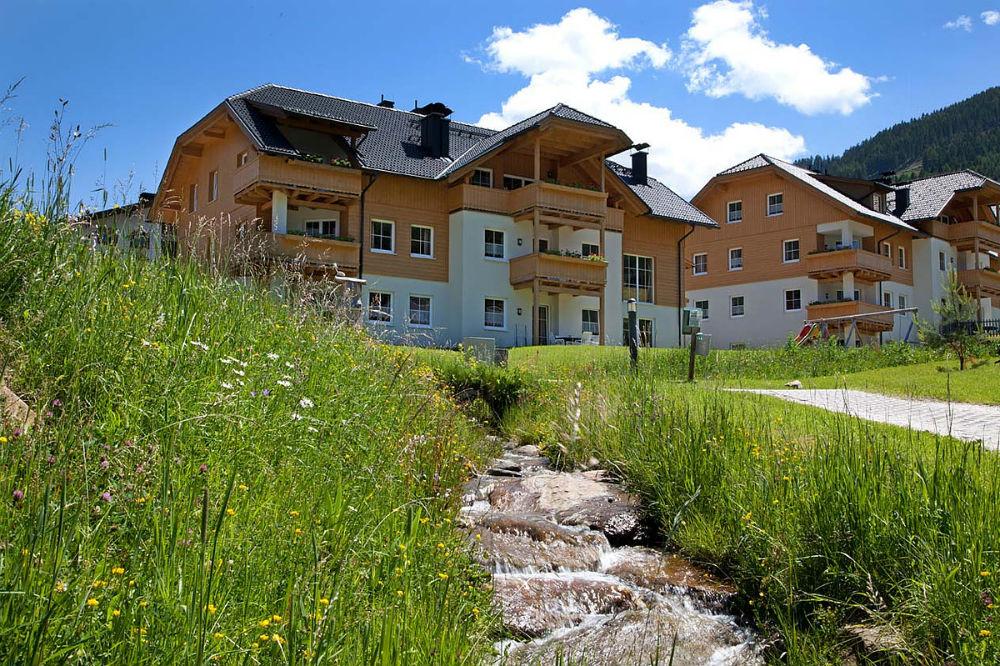 Aussenansicht vom Landal Park Bad Kleinkirchheim im Sommer