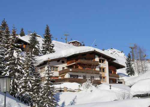 Aussenansicht vom Appart Andrea in Lech am Arlberg im Winter