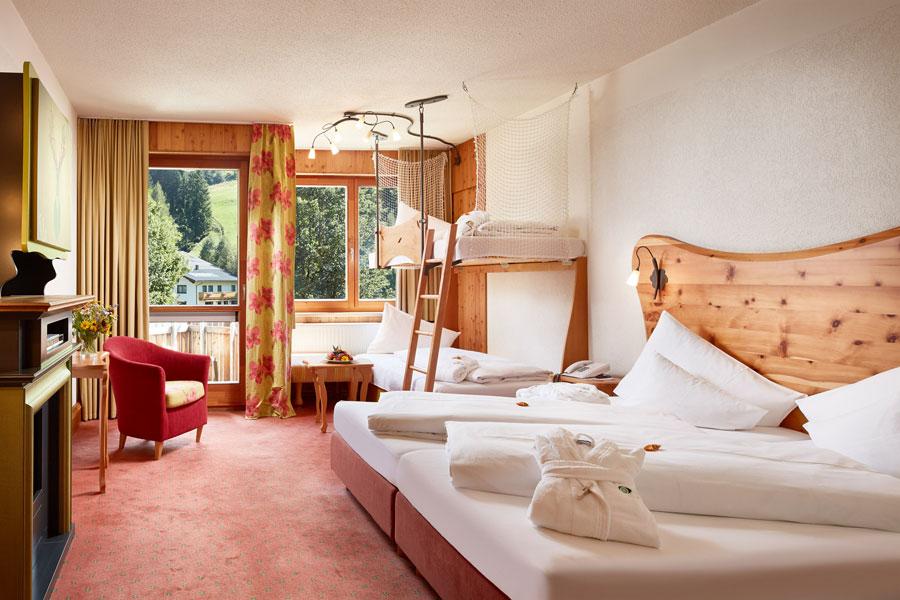Ein Familienzimmer im Hotel Die Post Ronacher in Bad Kleinkirchheim