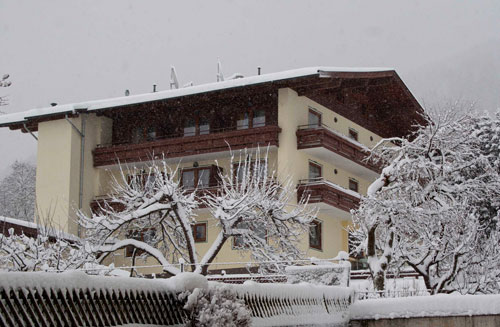 Das Hotel Panorama in Kaprun im Winter