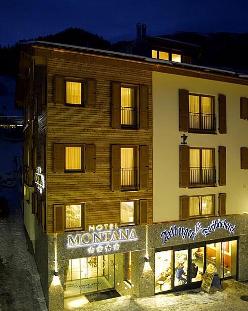 Hausansicht vom Hotel Montana in St. Anton am Arlberg bei Nacht