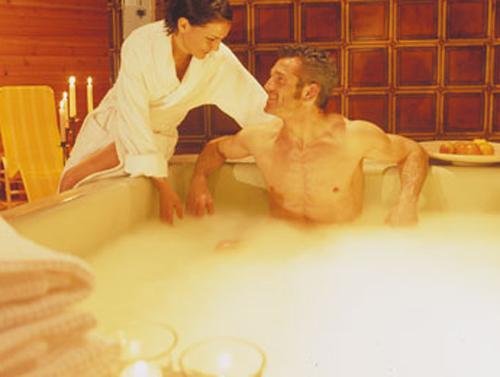 Gäste im Hot-Whirlpool vom Hotel Pütia