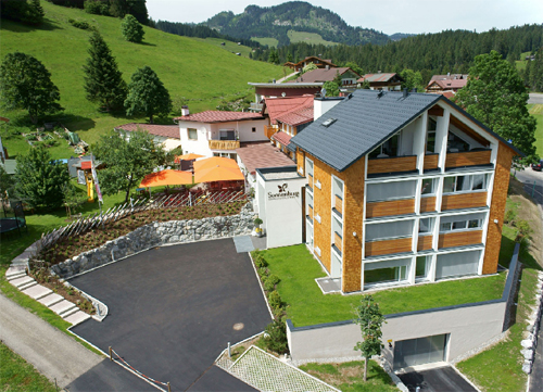 Aussenansicht vom Genuss- & Aktivhotel Sonnenburg im Sommer