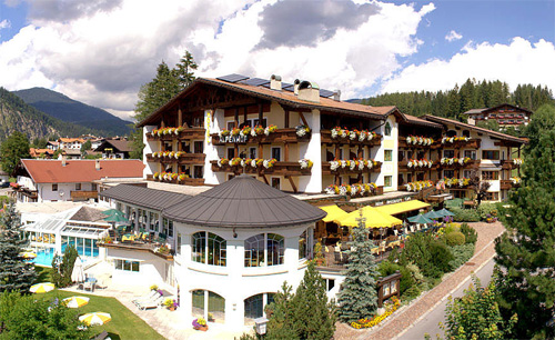 Blick auf das Wellness Sporthotel Alpenhof in Ehrwald