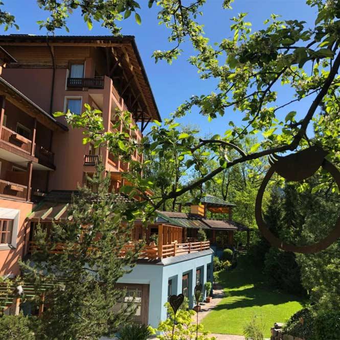 Außenansicht Sommer Hotel Montafoner Hof in Tschagguns