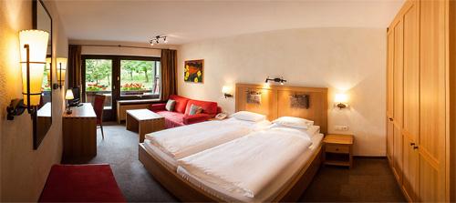 Ein Doppelzimmer Typ AA im Hotel Madrisa in Gargellen