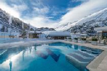 Outdoor Pool im Alpen-Wellness Resort Hochfirst*****