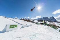 Snowboarder springt von Rampe © Seiser Alm Marketing