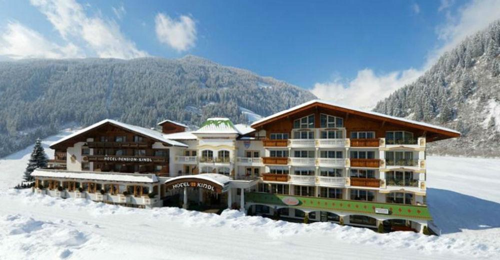 Aussenansicht vom Alpenhotel Kindl im Winter