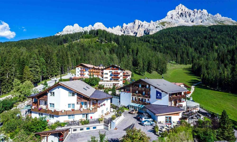 Blick auf das Good Life Hotel Zirm in Deutschnofen