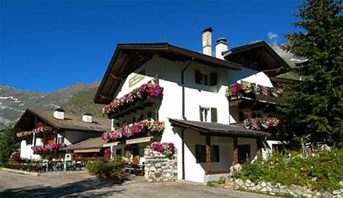Blick auf das Hotel Alpenblick in Pfelders