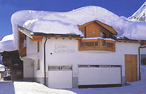 Aussenansicht vom Casa Gabriele im Winter