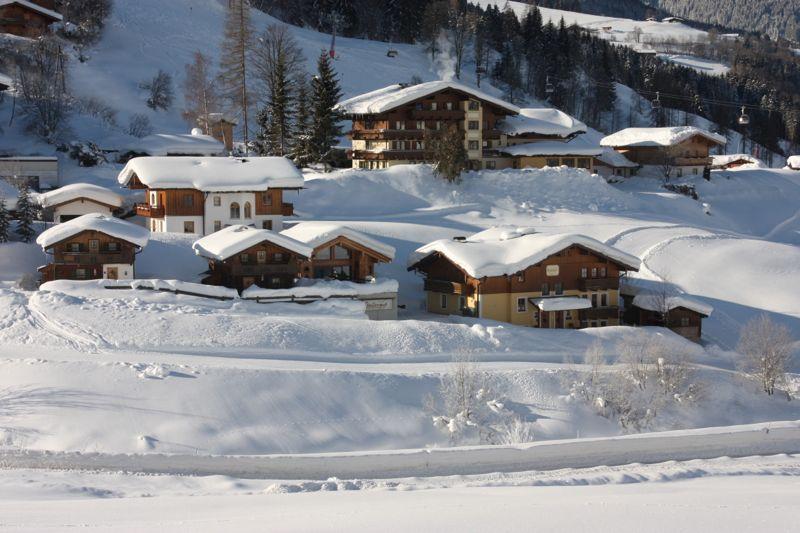 Blick auf das winterliche Feriendorf Stallergut in Maria Alm