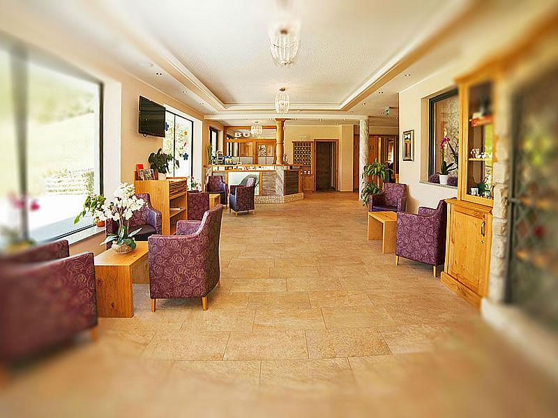 Die Hotellobby im Hotel Tauernhof in Kleinarl