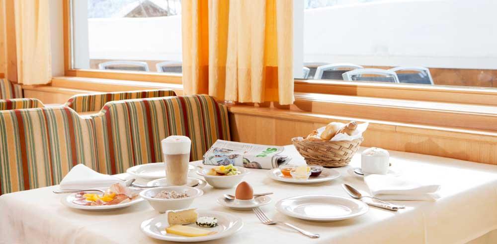 Gemütlich frühstücken im Restaurant