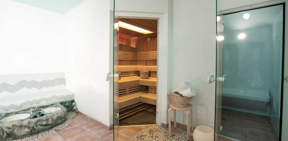 Wellness-Oase mit Sauna, Dampfbad und Erlebnisdusche