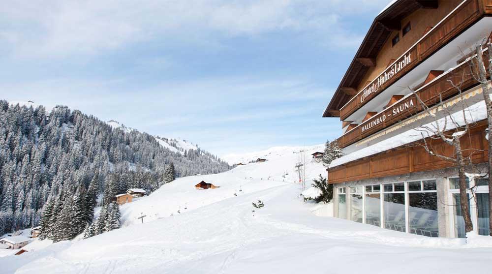 Das Hotel Hohes Licht vor der Kulisse der Damülser Bergwelt