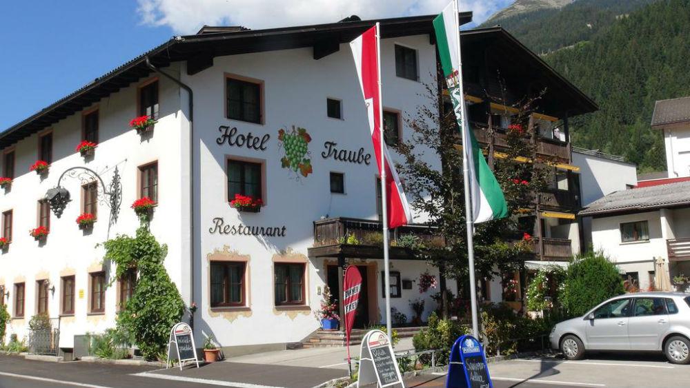 Blick auf das Hotel Traube in St. Gallenkirch-Gortipohl im Sommer