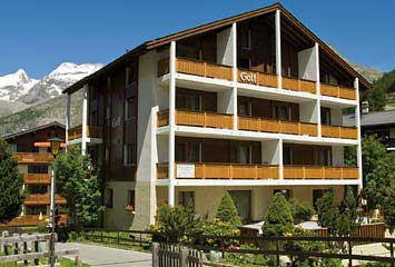 Aussenansicht vom Ferienhaus-Apartment Golf in Saas-Fee im Sommer
