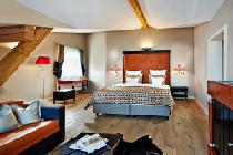 Blick in die Design-Suite Hommage im Alpine Superior Hotel Barbarahof in Kaprun