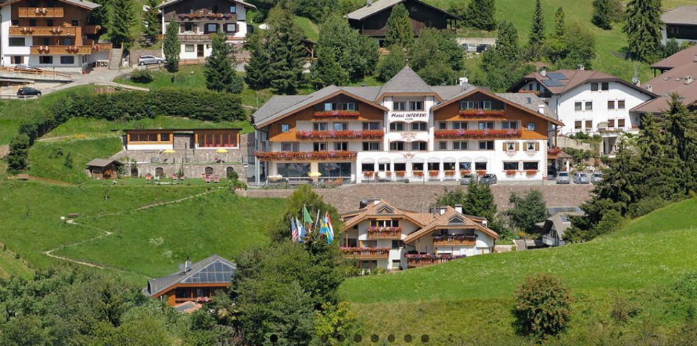 Aussenansicht vom Hotel Interski in St. Christina
