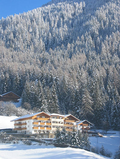 Winterhausbild vom Hotel Plunger in Kastelruth