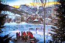 Die Ice Arena mit Lagerfeuer © Tripp Fay, Copper Mountain