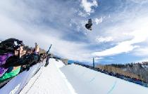 Jump in der Halfpipe von Vail © Vail Resorts, Tom Cohen