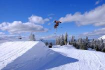 Jump im Snowpark © Andrew True, Bogus Basin Recreation Area