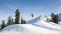 Jump mit den Skiern © Squaw Valley Alpine Meadows