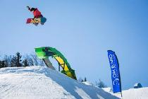 Jump mit dem Board © Okemo Mountain Resort