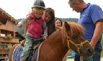 Ponyreiten für Kinder im Galtenberg Family & Wellness Resort