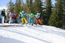 Kids beim Boardercross-Kurs © 49 Degrees North Mountain Resort