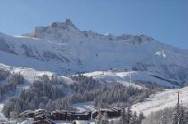 Bergpanorama mit Hotels und Lift in Valmorel © Domaine Skiable Valmorel