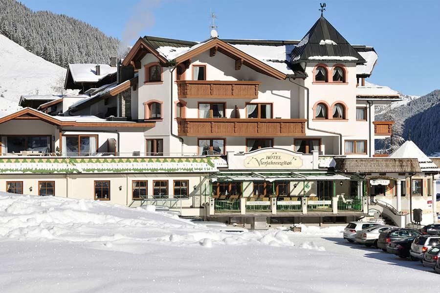 Blick auf das Hotel Vierjahreszeiten in Tux